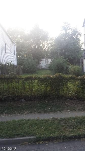 Terrain pour l Vente à 79 Grove St, N. LOT 79 Grove St, N. LOT East Orange, New Jersey 07017 États-Unis