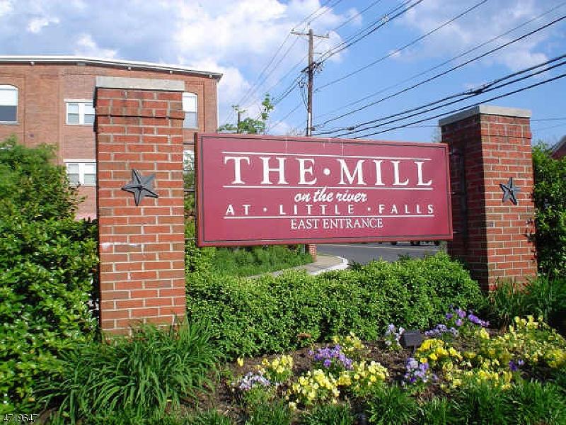 Maison unifamiliale pour l à louer à 240 Main St, UNIT 308 Little Falls, New Jersey 07424 États-Unis
