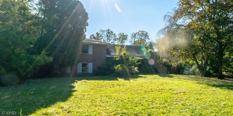 Casa Unifamiliar por un Venta en 3690 North Road Lawrence, Nueva Jersey 08540 Estados Unidos
