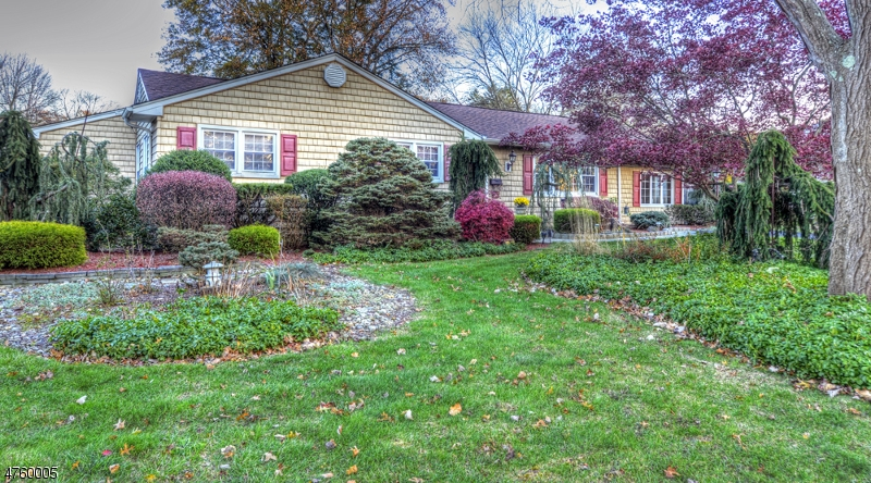 Single Family Home for Sale at 34 Curtis Drive Lincoln Park, New Jersey 07035 United States