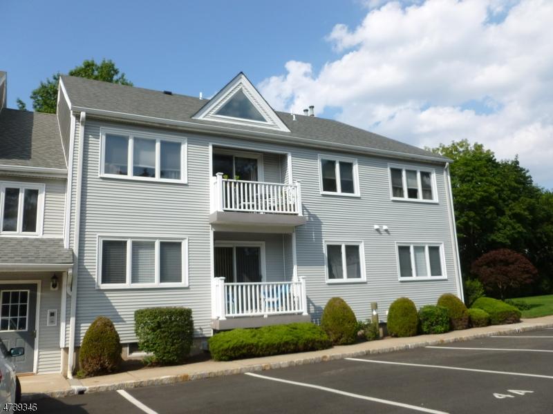 Casa Unifamiliar por un Alquiler en 108-110 PASSAIC AVE A-7 Nutley, Nueva Jersey 07110 Estados Unidos