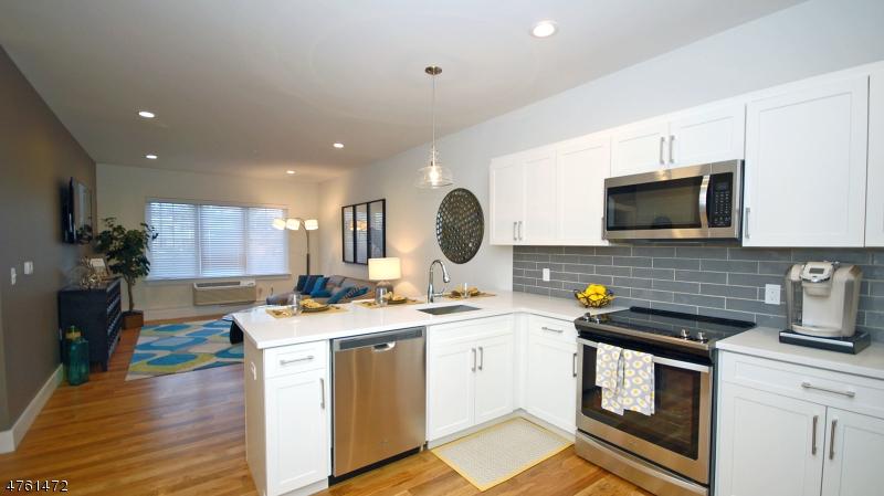 Частный односемейный дом для того Аренда на 44 Main Street Little Falls, Нью-Джерси 07424 Соединенные Штаты