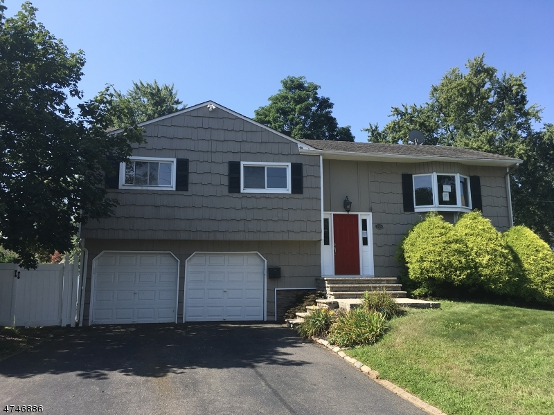 Частный односемейный дом для того Продажа на 105 Osceola Avenue 105 Osceola Avenue Middlesex, Нью-Джерси 08846 Соединенные Штаты