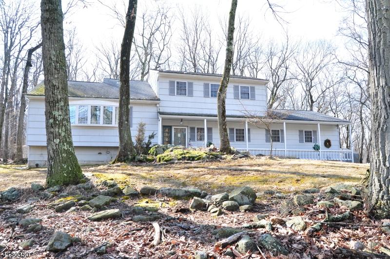 Частный односемейный дом для того Продажа на 15 Crest Drive Washington, Нью-Джерси 07853 Соединенные Штаты