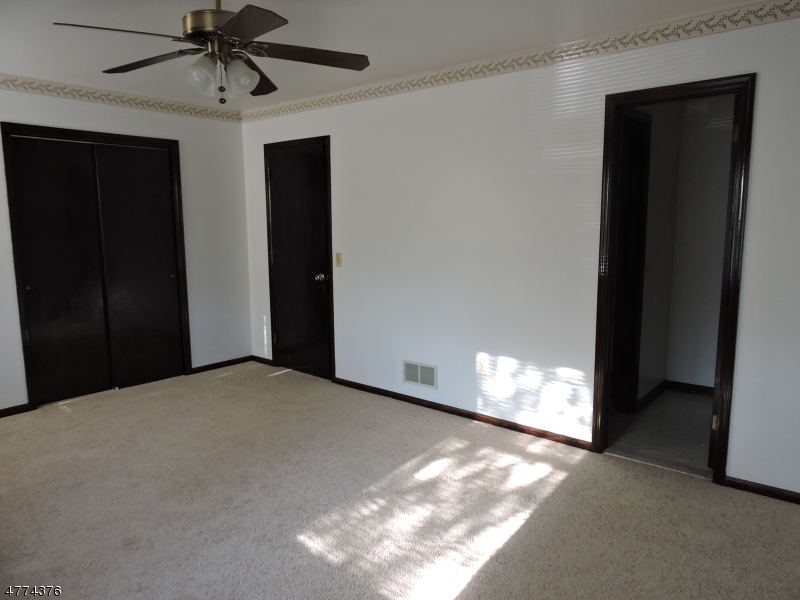 Additional photo for property listing at 4 Giles Biondi Court  Bound Brook, 新泽西州 08805 美国