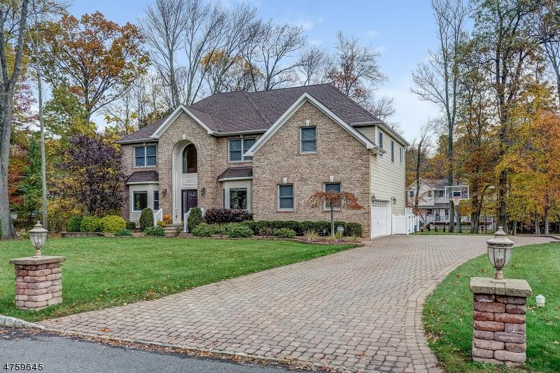 Maison unifamiliale pour l Vente à 20 Rogers Avenue Berkeley Heights, New Jersey 07922 États-Unis