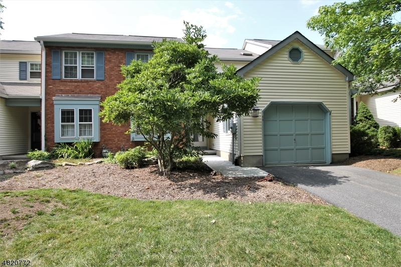 Condo / Casa geminada para Venda às 86 GOLDFINCH Drive Allamuchy, Nova Jersey 07840 Estados Unidos