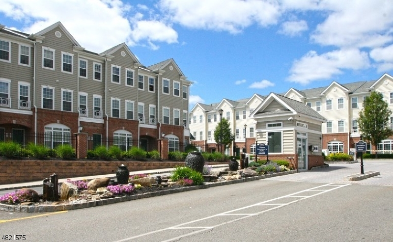 Condo / Casa geminada para Arrendamento às 1007 CUNNINGHAM Court Belleville, Nova Jersey 07109 Estados Unidos
