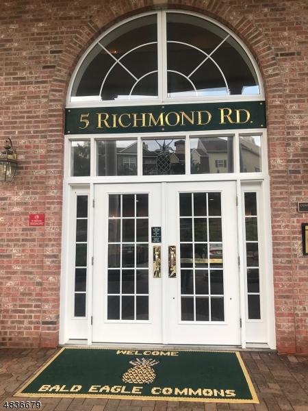 公寓 / 联排别墅 为 销售 在 5204 RICHMOND Road 西米尔福德, 新泽西州 07480 美国