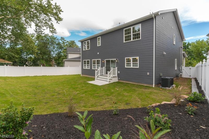 独户住宅 为 销售 在 1510 UNION COUNTY PKY Union, 新泽西州 07083 美国
