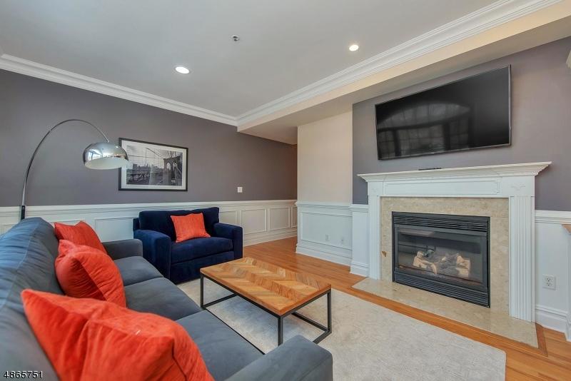 Condominio / Townhouse per Vendita alle ore 58 CHESTNUT ST UNIT 2 Morristown, New Jersey 07960 Stati Uniti