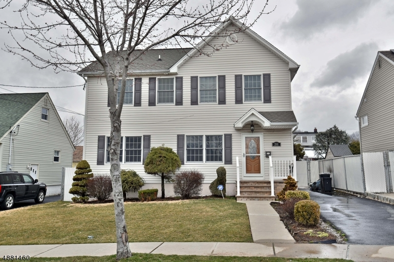 Single Family Home for Sale at 201 UNION AVE Wood Ridge, New Jersey 07075 United States