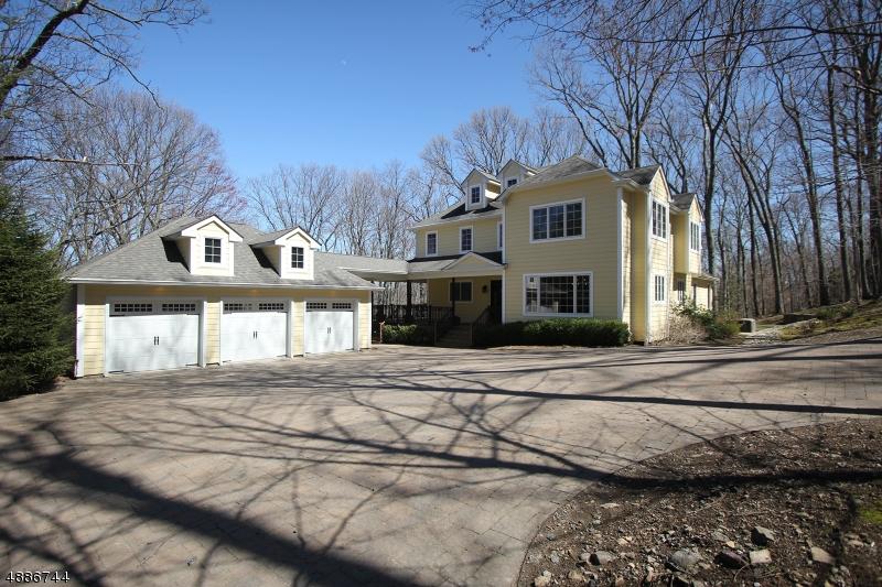 Moradia para Venda às 61 WHITE Road Ringwood, Nova Jersey 07456 Estados Unidos
