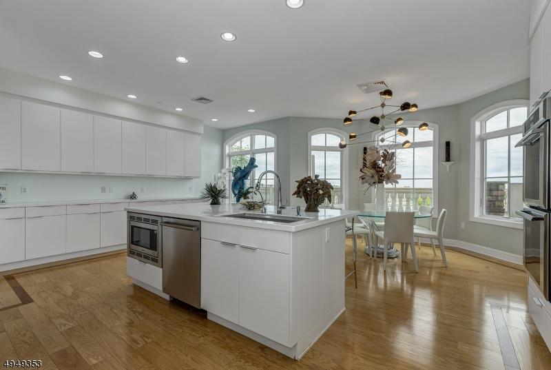 Condominio/ Casa de pueblo por un Venta en West Orange, Nueva Jersey 07052 Estados Unidos