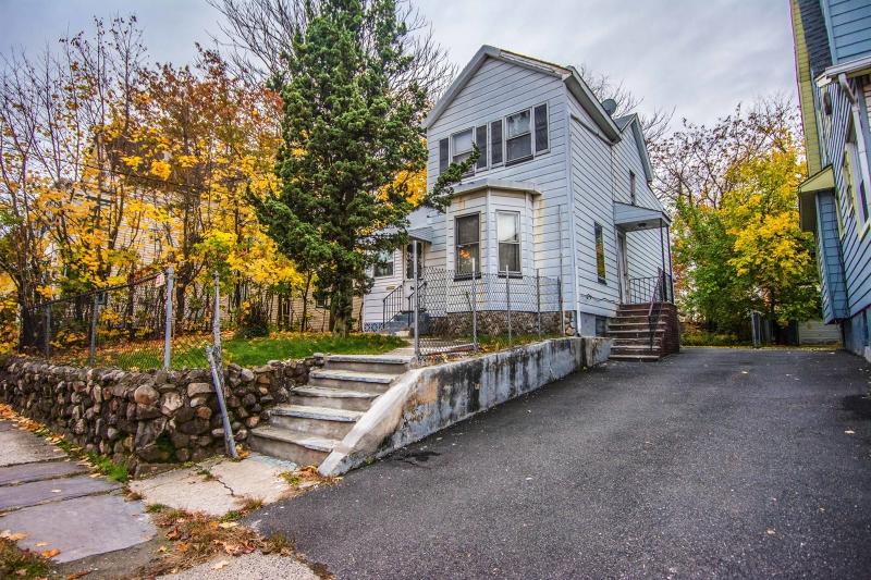 Maison avec plusieurs logements pour l Vente à 103 WELLAND Avenue Irvington, New Jersey 07111 États-Unis