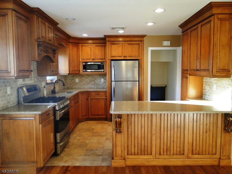 Additional photo for property listing at 301 Church Lane  Wayne, New Jersey 07470 États-Unis