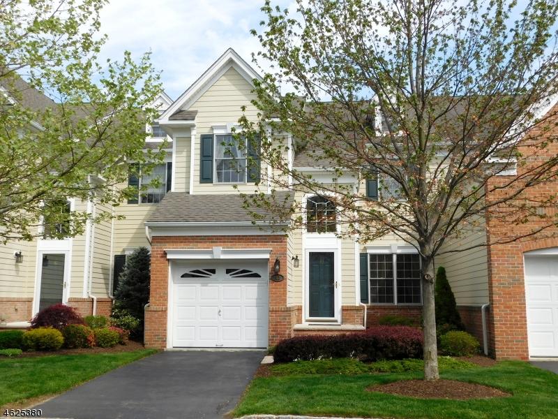 Частный односемейный дом для того Продажа на 43 Chestnut Court Cedar Grove, Нью-Джерси 07009 Соединенные Штаты