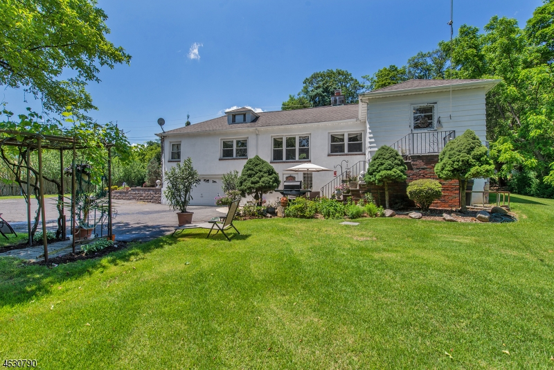 Additional photo for property listing at 1260 Alps Road  Wayne, Nueva Jersey 07470 Estados Unidos