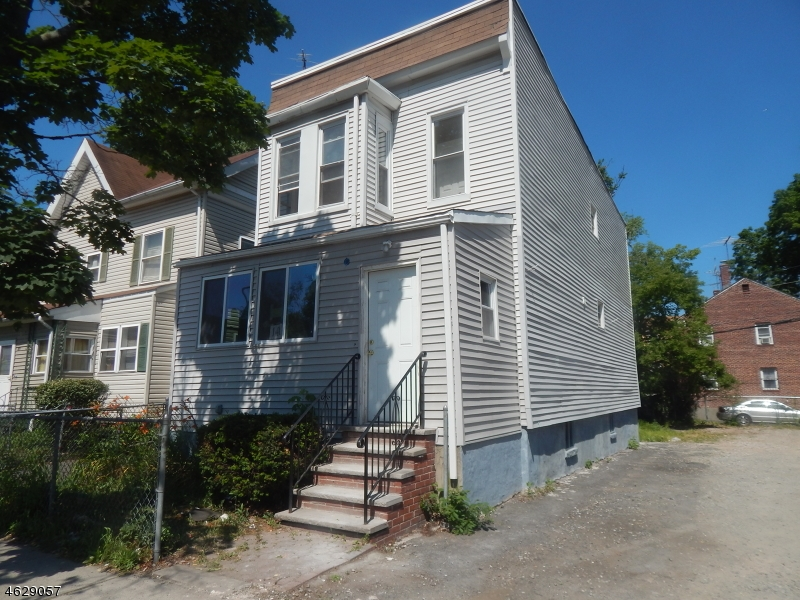 Additional photo for property listing at 141 N Clinton Street  East Orange, Нью-Джерси 07017 Соединенные Штаты