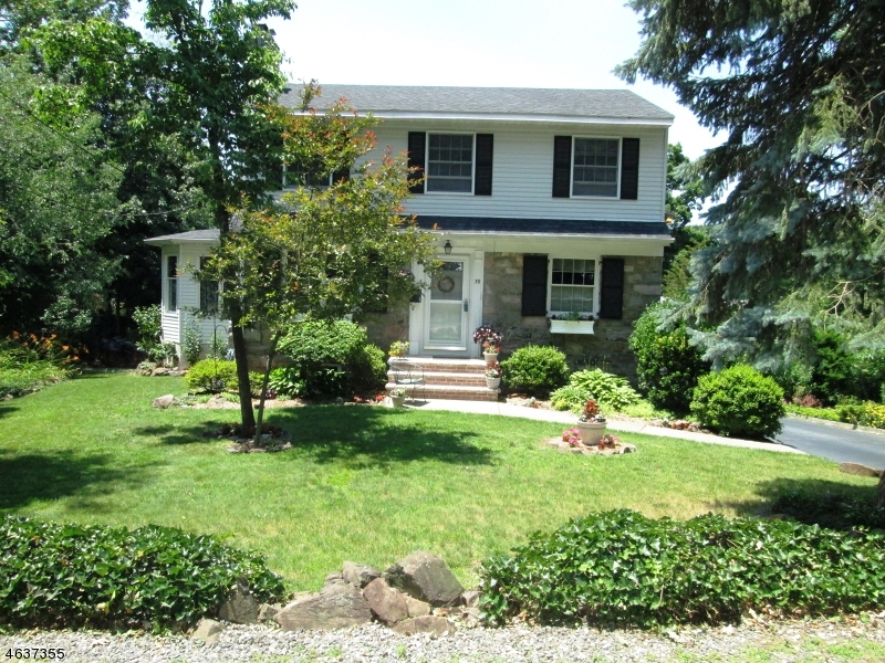 Single Family Home for Sale at 39 Fern Ter Wayne, New Jersey 07470 United States