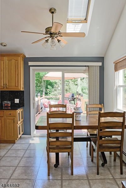 Additional photo for property listing at 10 White Birch Trail  Rockaway, New Jersey 07866 États-Unis