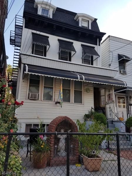 Casa Unifamiliar por un Alquiler en Address Not Available Jersey City, Nueva Jersey 07304 Estados Unidos