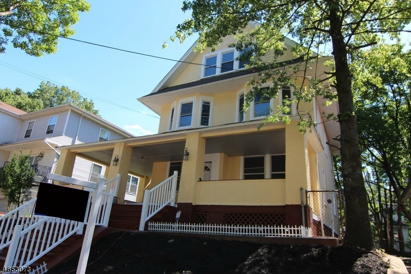 Частный односемейный дом для того Продажа на 38-40 SCHEERER Avenue Newark, Нью-Джерси 07112 Соединенные Штаты