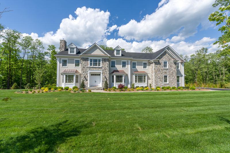 独户住宅 为 销售 在 75 Keystone Court 巴思金里奇, 07920 美国