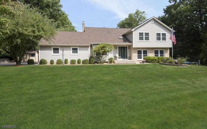 Частный односемейный дом для того Продажа на 21 Golf Course Road Succasunna, 07876 Соединенные Штаты