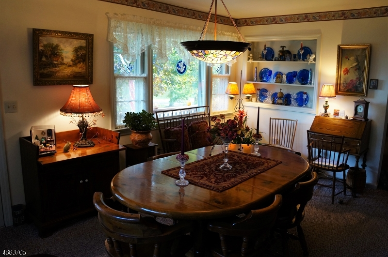 Additional photo for property listing at 11 Circle Dr N  Lambertville, New Jersey 08530 États-Unis