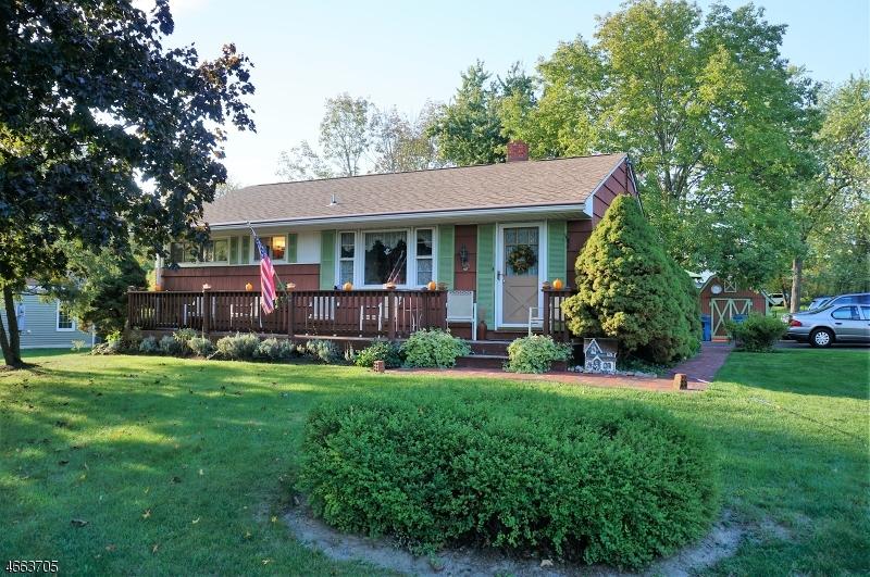 Maison unifamiliale pour l Vente à 11 Circle Dr N Lambertville, New Jersey 08530 États-Unis
