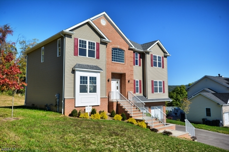 Maison unifamiliale pour l Vente à 10 Mountain View Phillipsburg, New Jersey 08865 États-Unis