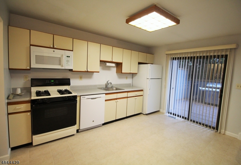 Additional photo for property listing at 44 Chestnut Court  巴思金里奇, 新泽西州 07920 美国