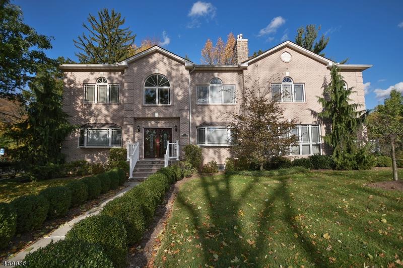 Частный односемейный дом для того Продажа на 117 Meadowbrook Place South Orange, 07079 Соединенные Штаты
