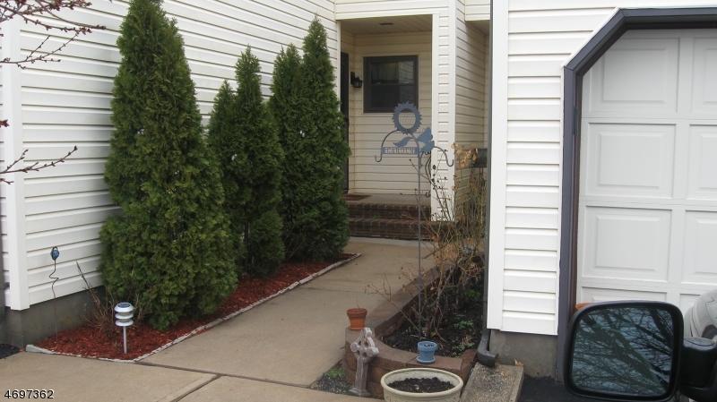 Частный односемейный дом для того Аренда на 402 Willow Court Raritan, Нью-Джерси 08822 Соединенные Штаты