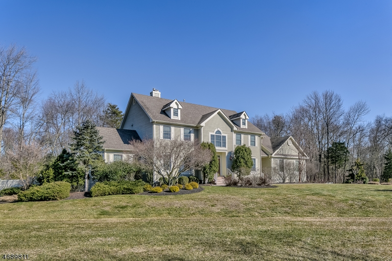 Single Family Home for Sale at 16 Woodman Lane Basking Ridge, 07920 United States