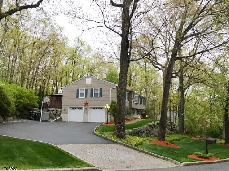 Maison unifamiliale pour l Vente à 16 Northgate Park Ringwood, New Jersey 07456 États-Unis