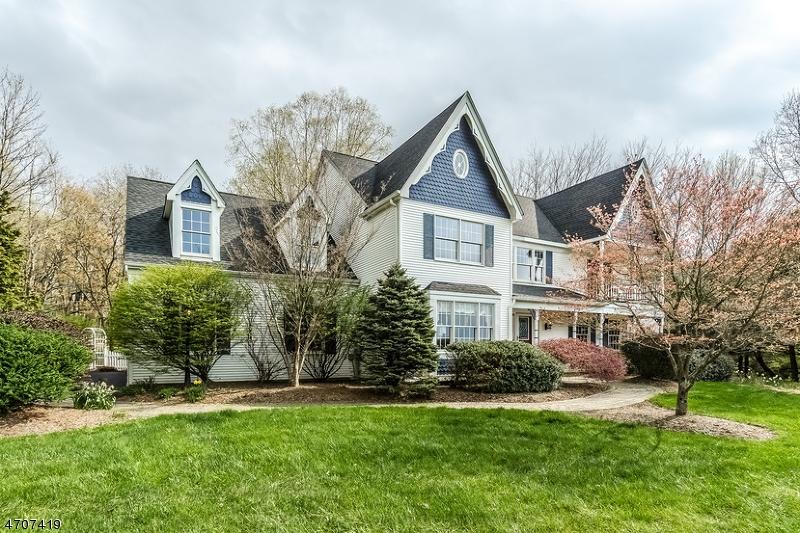Casa Unifamiliar por un Venta en 18 Indian Creek Road Pittstown, Nueva Jersey 08867 Estados Unidos