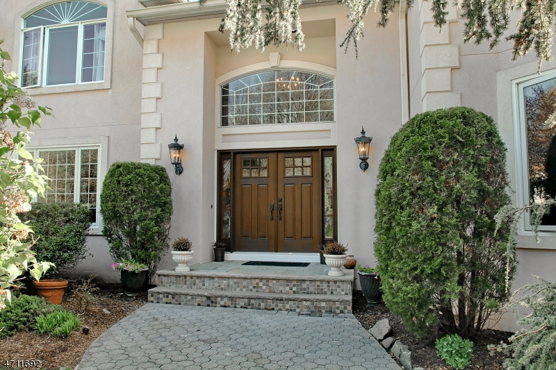 Single Family Home for Sale at 6 Evan Court Woodcliff Lake, New Jersey 07677 United States