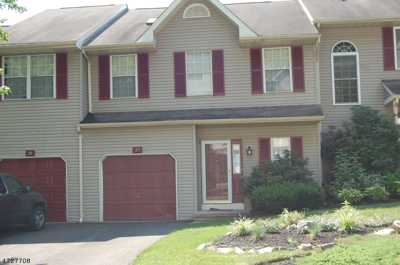 Maison unifamiliale pour l à louer à 37 Pinehurst Drive Washington, New Jersey 07882 États-Unis