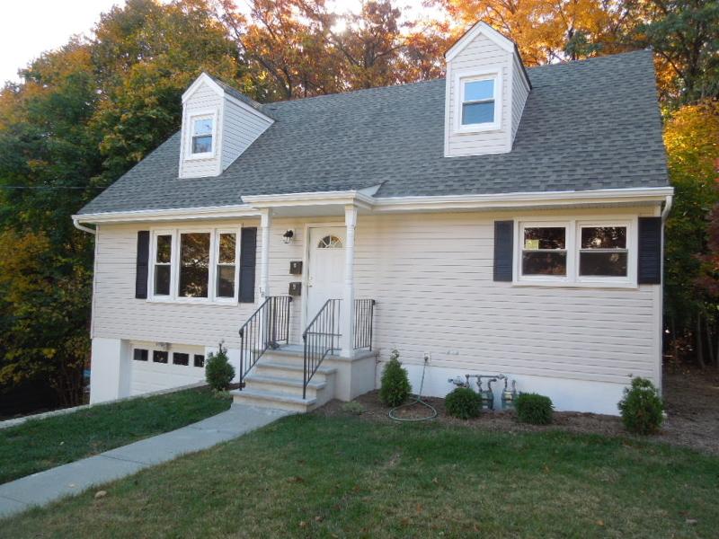 Casa Unifamiliar por un Alquiler en 18 Macfarlan Avenue Hawthorne, Nueva Jersey 07506 Estados Unidos