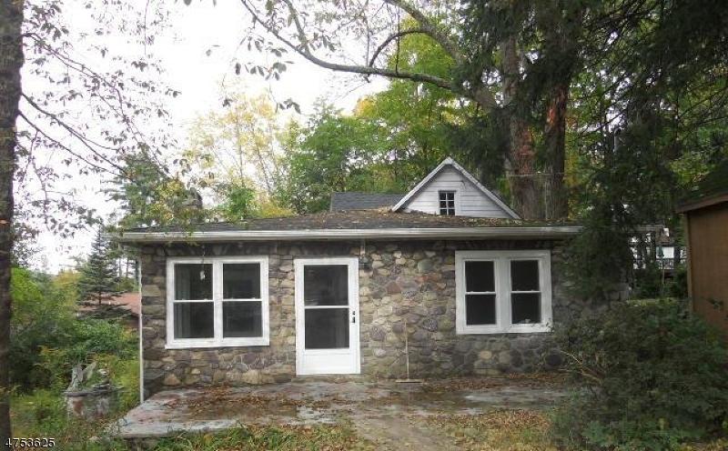 Casa Unifamiliar por un Alquiler en 24 Park Lane West Milford, Nueva Jersey 07480 Estados Unidos