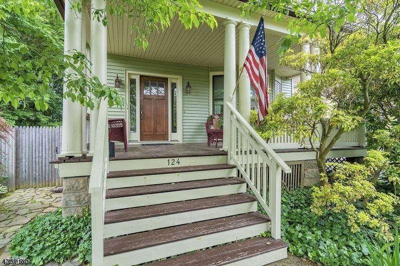 Maison unifamiliale pour l Vente à 124 W Union Avenue 124 W Union Avenue Bound Brook, New Jersey 08805 États-Unis