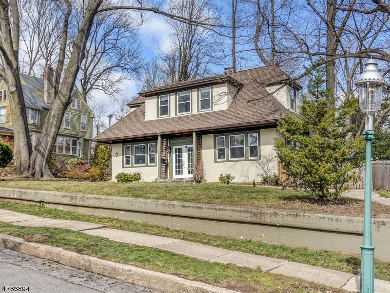 Single Family Home for Sale at 15 Snowden Place Glen Ridge, New Jersey 07028 United States