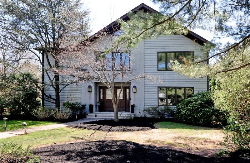 独户住宅 为 销售 在 6 Estelle Place 克兰弗德, 新泽西州 07016 美国