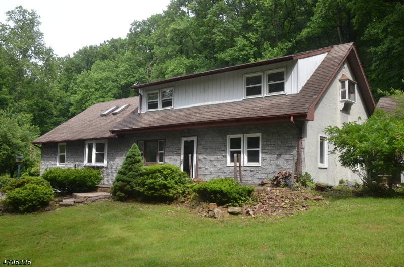 Villa per Vendita alle ore 633 SWEET HOLLOW ROAD Bloomsbury, New Jersey 08804 Stati Uniti