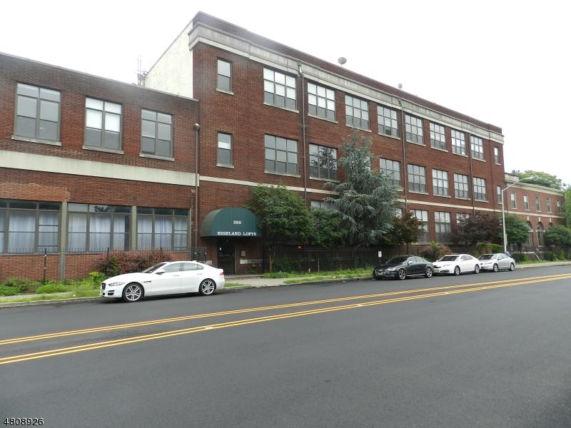Condo / Townhouse için Kiralama at Address Not Available Orange, New Jersey 07050 Amerika Birleşik Devletleri