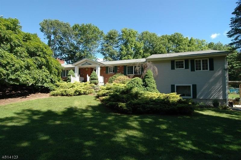 Maison unifamiliale pour l Vente à 6 ALICE Court Blairstown, New Jersey 07825 États-Unis