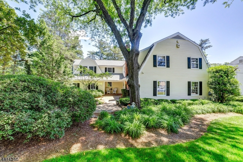 Villa per Vendita alle ore 517 HIGHLAND Avenue Ridgewood, New Jersey 07450 Stati Uniti