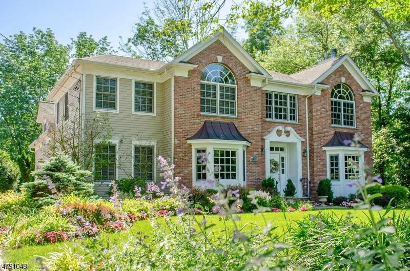独户住宅 为 销售 在 243 SOUTHERN BLVD 查塔姆, 新泽西州 07928 美国